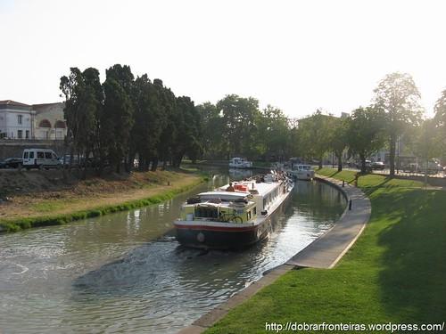 Canal do Midi junto a Carcassonne, França