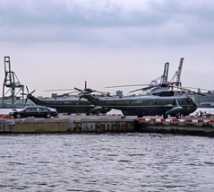 MARINE ONE - PRESIDENTIAL LIMO (kevinh_photos) Tags: nyc sea newyork usmc marine h3 king president helicopter obama heliport barack vh3d marineone downtownmanhattanheliport kevinhphotos
