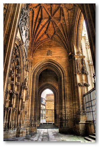Pórtico da catedral de Oviedo by VRfoto