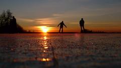 P1030618 (Remko van Dokkum) Tags: sunset sun ice silhouette set zonsondergang iceskating skating zon silhouet schaatsen schaats ondergang natuurijs uitdam