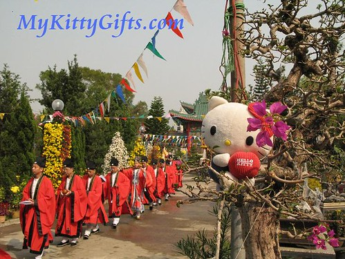 Hello Kitty's View of Tao Monk in Hong Kong Orchid Trip