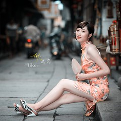 (OperaLove) Tags: houses holding cheongsam asianwoman otherpeople orangebackground whitefan greyroad singlephoto blackflowerpattern sittingongraystep