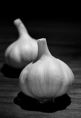 Garlic and walnut (Studyjunkie) Tags: stilllife macro closeup blackwhite walnut anglepoise garlic bulbs lamplight project365 22365 onwood garlicbulbs sigma50mmf28dgmacro theunforgettablepictures project3661 t189project365 edgworthric