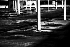 وقتی که سُر میخورن میان پایین (Pouria Af) Tags: و زمین ستون پوریا سیاه سفید سر سپید فرشته جهنم افخمی میله لیز آتیشنشونا