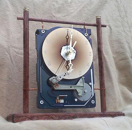 Jam Meja dari Harddisk Bekas