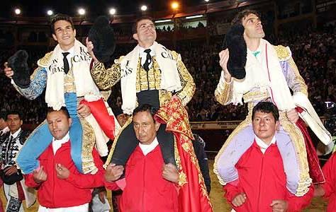 Manzanares, Vargas y Tomás a hombros en Bogotá