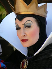 The Wicked Queen (SonOfYee) Tags: disneyland characters wickedqueen