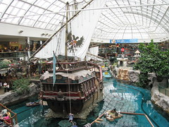 Waterpark, West Edmonton Mall (Arthur Chapman) Tags: canada edmonton alberta westedmontonmall waterpark geo:country=canada geocode:accuracy=2000meters geocode:method=googleearth