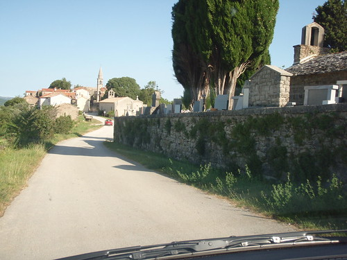 Arriving to Draguć, a village that once was a medieval castle