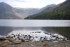 Buttermere Lake (Sazzone) Tags: sea mountain lake mountains landscape rocks lakedistrict scenic pebbles thelakes buttermere reflaction