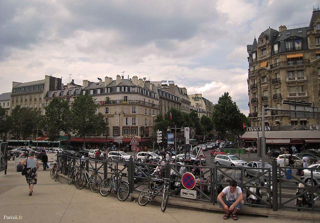 En face de la Gare de Lyon, de l'autre coté de la rue, on peut se restaurer à l'Européen