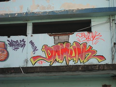 Damunk (36 Chambers) Tags: sf sanfrancisco urban black latinamerica yellow graffiti paint warehouse vida ledge daytime coverage panama graff 2009 barrio panamacity skid sok steez bandida damunk