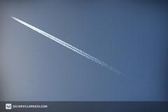 rayado (JULIAN VILLARRAZA) Tags: sky argentina plane canon eos bluesky cielo rosario linea avion 40d avionachorro julianvillarraza julianvillarrazacom