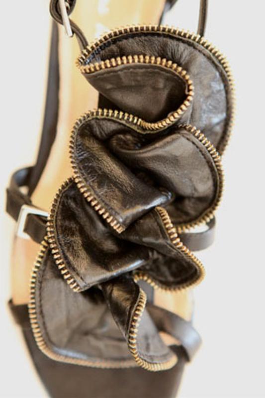 Pour la Victoire Ella zip rosette sandals 1