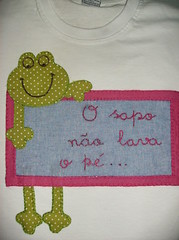 camisetinha infantil - sapo (by Pathy) Tags: colors quilt gato tshirts patchwork coelho bordados algodo appliqu aplicao customizada customizao patchcolagem bordadosamo aplicaodetecido camisetascomaplicao tecidosestampados aplicaoemcamisetas customizaodebatinhas camisetascomaplicaes babylookscomaplicaes customizaodecamisetas camisetascustomisadas batinhascustomisadas bypathy camisetasinfantiscomaplicao camisetasinfantiscomaplicaodetecido camisetascomaplicaoemtecido customizaoemblusas
