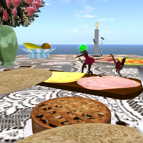 Dancing on Food _ _-_Ladonna and Ocram Music stage
