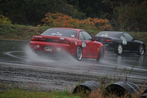 Water being kicked up shows the line of attack for this S14