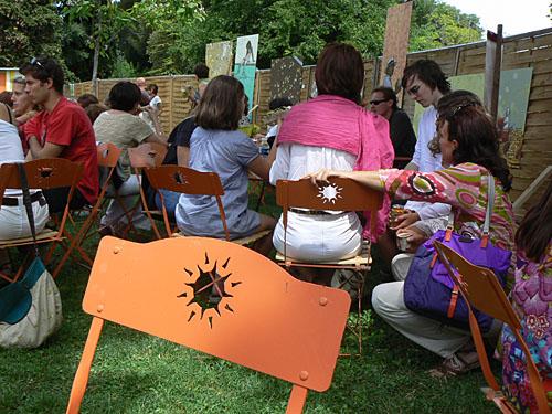 chaise orange.jpg