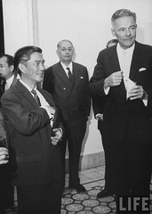 US Ambassador Henry Cabot Lodge Jr. (fore R) talking with Mr. Ngo Dinh Nhu (fore L) at a diplomatic reception. 9-1963 par VIETNAM History in Pictures (1962-1963)