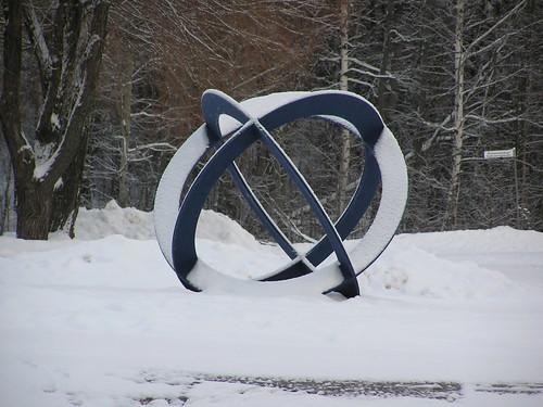 Veistos lumen keskellä