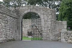 the front gate (dryasadingo) Tags: castle scotland edinburgh historicscotland craigmillar