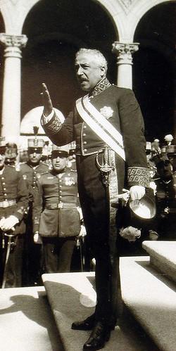 Niceto Alcalá Zamora arenga a las tropas en el Alcázar de Toledo en 1922. Foto Rodríguez