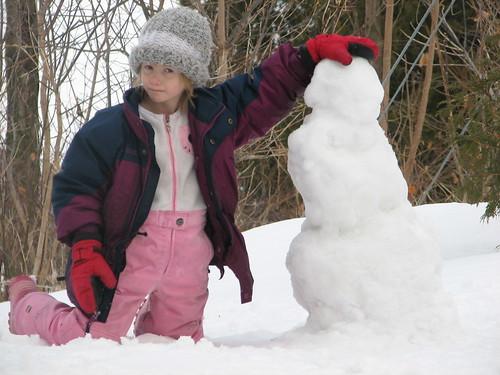 Elizabeth builds a snowman