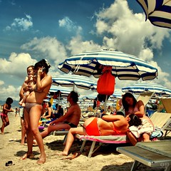 Cell phone Mom's Beach - Italians (Osvaldo_Zoom) Tags: summer italy sun beach mom seaside bravo tan mother mama explore umbrellas frontpage calabria crowded infinestyle