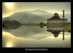 Hening Pagi di Tasik Huffaz (AnNamir c[_]) Tags: reflection misty sunrise canon 350d kitlens mosque malaysia sunrays dq hdr masjid selangor solareclipse paragon mesjid wow1 wow2 wow3 wow4 mentari photomatix kualakububharu greatphotographers kualakubu wow5 gerhanamatahari ketenangan gerhana naturallyartificial mentaripagi annamir abadaniell puteracom masjiddq tasikhuffaz dqkkb sahabatsejati saariysqualitypictures getokubicom oneofmypics touraroundtheworld annularsolareclipse dragonsdanger gerhanamataharisepara huffazlake fotografikrcom digitalmukmincom sailsevenseas 22july2009 flickrstruereflection1 flickrstruereflection2 flickrstruereflection3 flickrsfinestimages1 flickrsfinestimages2 flickrsfinestimages3