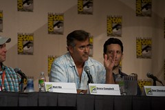 Bruce answers a question (ewen and donabel) Tags: comiccon brucecampbell burnnotice 7003000mm comiccon2009 mattnix