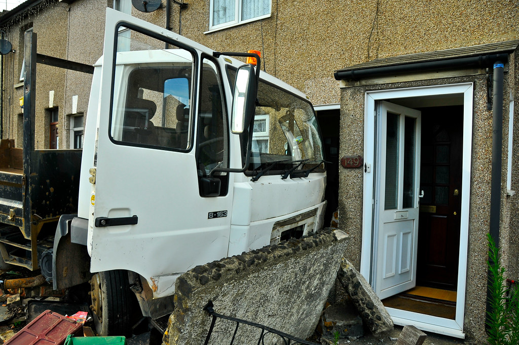 Erith truck crash  672