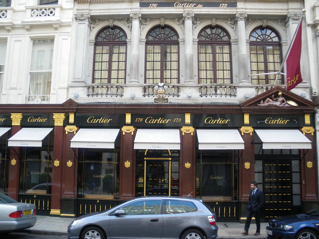 The Bond Street London - one of the world's most expenisive shopping addresses! Here the beautiful facade of Luxury watch maker Cartier - most stylish, most chic, most design! ( London - Apirl - 2009