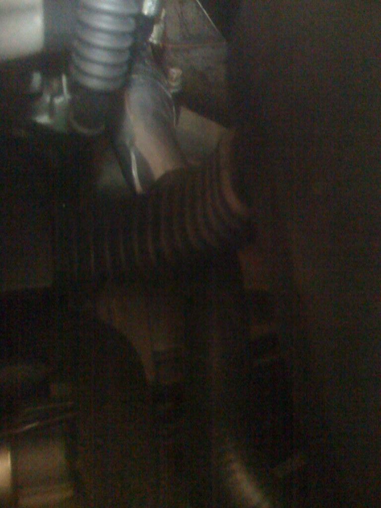 20091029 E30 heater hose split/duct tape fix