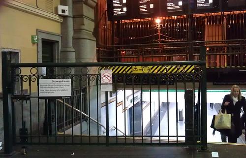 Flinders Street Stn: Elizabeth Street exit closed