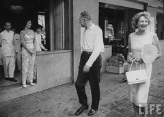 US Ambassador Henry Cabot Lodge Jr. (fore) and his wife strolling down the street. 8-1963 par VIETNAM History in Pictures (1962-1963)