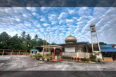 At-Taqwa Mosque, Kalumpang (buyie - think and shoot !) Tags: cloud canon landscape islam mosque malaysia awan hdr masjid kalumpang sigma1020mm kualakububharu 40d huluselangor buyie beautyofislam