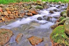 flow that red rock -HDR (zzclef) Tags: fall water air lata kinjang terjun perak tapah d700