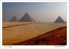BIJ_2856a: The Road to the Great Pyramids (bijan2008 ... Travelling ...) Tags: egypt sensational d200 giza 2035mmf28d omot thisisexcellent flickrlovers toisndeoro flickraward nikonflickrawardgold