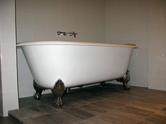 Big ol' soaking tub! (donwest48) Tags: alexandria hotels oldtown tubs bathtubs lorien