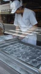 Making Yaki Mochi (torifarbisz) Tags: koyasan mochi greentea anko
