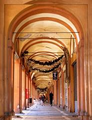 Bologna (gira_sole) Tags: italy italia bologna portici bolonia picnik wochy flickrdiamond bellitalia platinumheartaward spiritofphotography porticieporticati