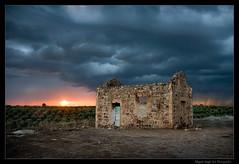 atardecer tormentoso / stormy sunset (Miguel Angel Avi) Tags: sunset sky espaa storm clouds atardecer casa andaluca spain ruina cielo nubes linares tormenta puestadesol andalusia