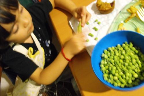 Participando en la cocina