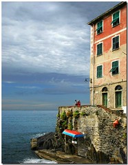 Romantic patio (Nespyxel) Tags: light sea sky seascape love colors boat barca mare village cloudy terrace liguria patio cielo romantic amore luce riomaggiore terrazza villagio nespyxe
