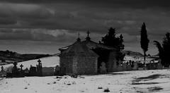 Todos acabaremos en un sitio parecido, asi que no tengais prisa. (darkside_1) Tags: españa snow cold cemetery nieve cementerio guadalajara tumbas panteones frío distillery tombs escamilla elfinal sergiozurinaga bydarkside darkside1
