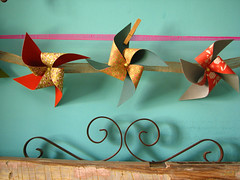 pinwheel garland (jessica wilson {jek in the box}) Tags: inspiration diy handmade gift guide crafty ideas 2009 2010 tutorials oct09 jessicawilson nov10 scraphappy handmadegifts scrumdillydilly pinwheelgarland holidaygiftideas paperpinwheels holidaygiftstomake christmasgiftsyoucanmake