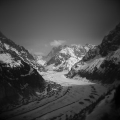 (rougerouge) Tags: snow film ice analog holga chamonix merdeglace valleblanche lesdrus