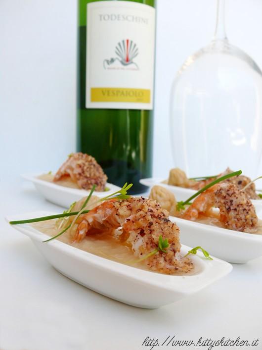 crema di asparagi bianchi con scampi in panatura di nocciola e germogli + Vespaiolo