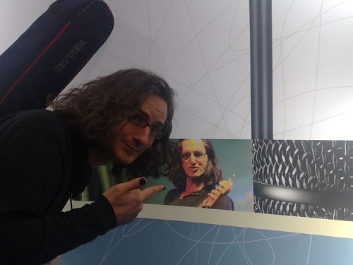 Steve Lawson and a photo of Geddy Lee... or is it the other way round!