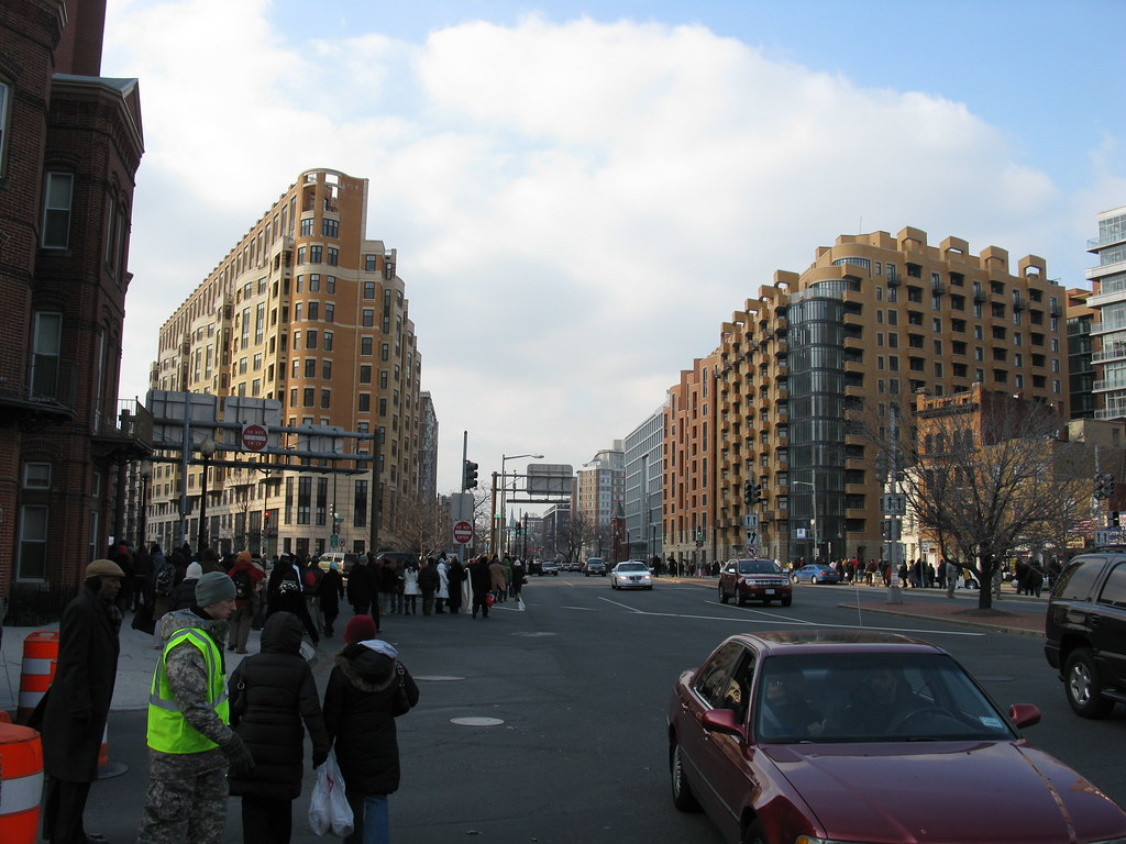 2009 01 20 - 0825 - Washington DC - Massachusetts Ave at H St & 3rd St